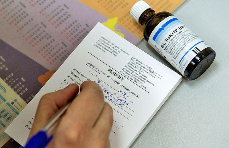 Как вернуть деньги за лекарства через налоговую и ФСС (инструкция и образцы документов)